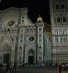 "womens tours.jpg alt=womens travel, piazza del duomo at night, florence"">"