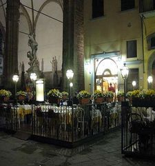 "womens tours.jpg alt=womens travel, piazza della republica, florence"">"