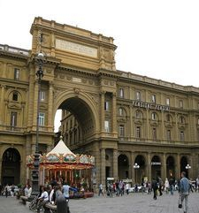 "womens tours.jpg alt=womens travel, archway piazza della republica, florence"">"