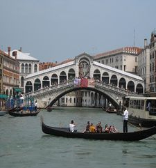 "womens tours.jpg alt=womens travel, the rialto bridge and a gondola, venice"">"