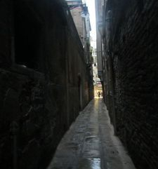 "womens tours.jpg alt=womens travel, tiny alleyway, venice"">"