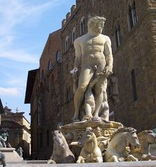 "womens tours.jpg alt=womens travel, fountain of neptune during the day, florence"">"