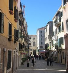 "womens tours.jpg alt=womens travel, wide street, venice"">"