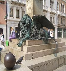 "womens tours.jpg alt=womens travel, statue of lion, venice"">"