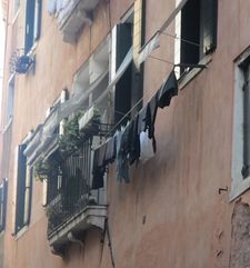 "womens tours.jpg alt=womens travel, washing out to dry, venice"">"