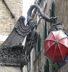 "womens tours.jpg alt=womens travel, dragon and umbrella street corner , venice"">"