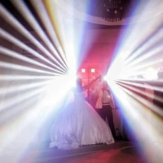 Spectacol de lumini si DJ!
