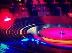 dj in melbourne funky turntable
