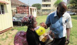 Food parcels for refugee children