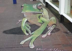 frog chalk art anamorphic sititngbourne high street graffiti pavement floor green
