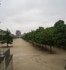 "src=""australian womens travel.jpg alt=womens travel,jardin du tuileries , paris france """