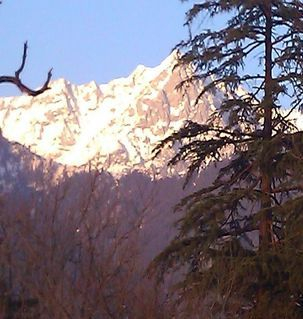 "src=""australian womens travel.jpg alt=womens travel,snow capped mountain view, mcleodganj , India"