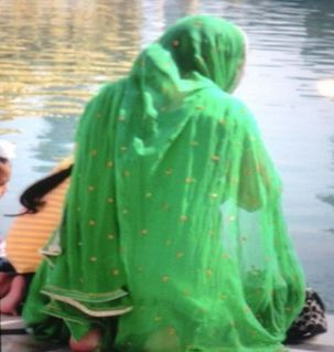 "src=""australian womens travel.jpg alt=womens travel,pilgrim with green scarf at the golden temple, amritsar , India"