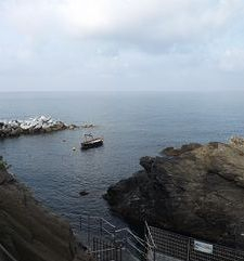 "ours.jpg alt=womens travel, view of the sea, cinque terre, italy"">"