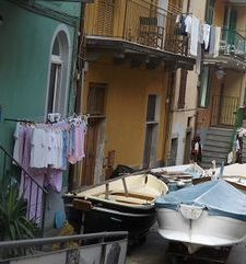 "ours.jpg alt=womens travel, street down to the ocean, manarola, cinque terre, italy"">"