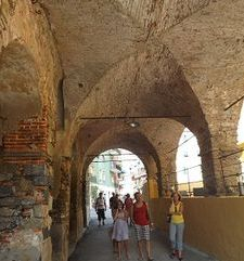 "ours.jpg alt=womens travel, covered archway,monterosso al mare cinque terre, italy"">"
