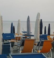 "ours.jpg alt=womens travel, bagno closed for the night,monterosso al mare cinque terre, italy"">"