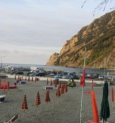 "ours.jpg alt=womens travel, looking along the beach at the end of the day,monterosso al mare, cinque terre, italy"">"