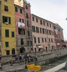 "ours.jpg alt=heading down towards the bay, vernazza, cinque terre, italy"">"
