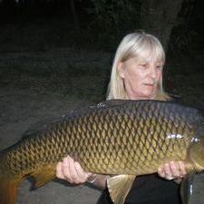 Lady carpfishing River Ebro Spain