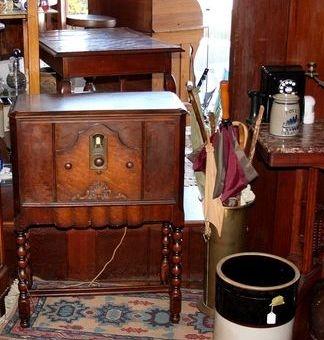 1920s Philco floor radio