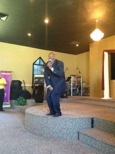 "Apostle Oscar Benton Jr. Sunday Morning Service ""Setting Yourself Up For Favor"""