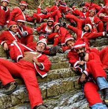 Santas run around Greece for the  New 2015, Is there any luck?