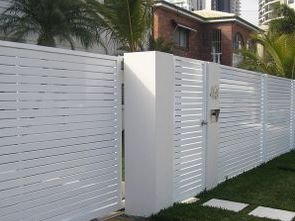 Horizontal slatted sliding gate and fencing