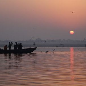 "src=""australian womens travel.jpg alt=womens tours,boat on the ganges at dawn, varanasi , India"
