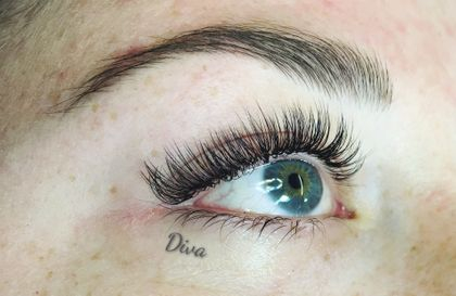 Light Volume lashes by Sarah