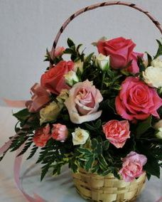 pink roses, white spray roses basket
