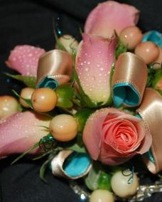 peach spray roses & hypericum berries corsage