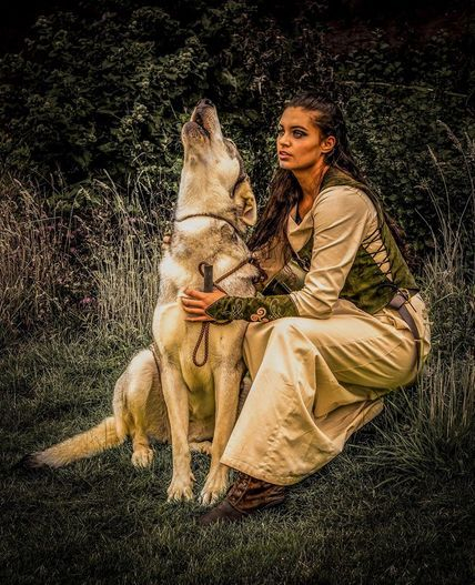 Howling wolf with model