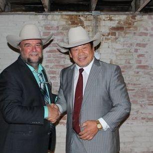 President Johnny Mantell with 2017 Hall of Famer Tatsumi Fujinami