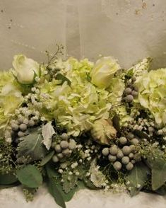 table arrangement with polar star roses, hydrangeas and silver brunia