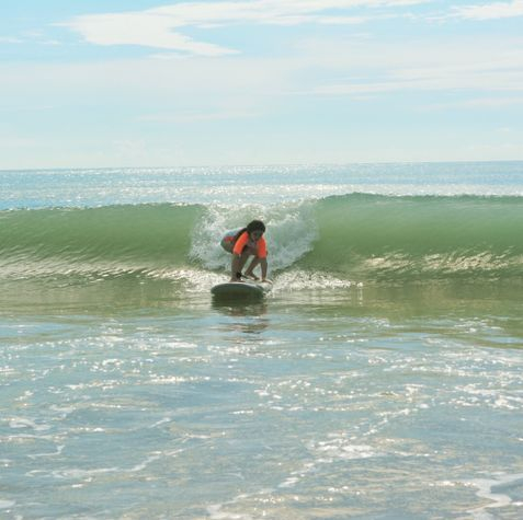 Awesome wave for a 6 year old new surfer!