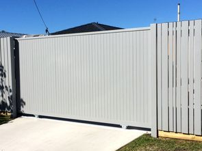 Vertical fencing and sliding gate