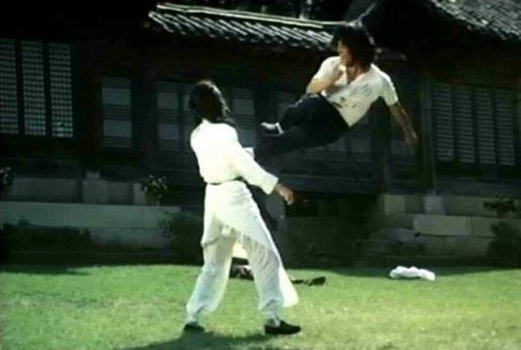 Hwang Jung Lee Flies in.  Now that gotta hurt!