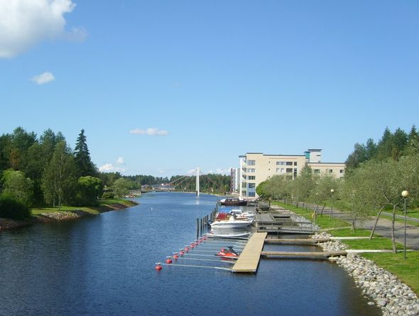 Kuunvirta Lintuaidantien sillalta kuvattuna.