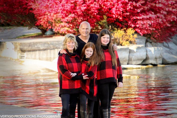 brockville family photos, brockville christmas photos, brockville photographer, brockville pet photographer, brockville family photographer, family photos, family photographer, family portraits, leona oates, vertigo productions, vertigo productions photography, brockville, photography studio, brockville photography studio