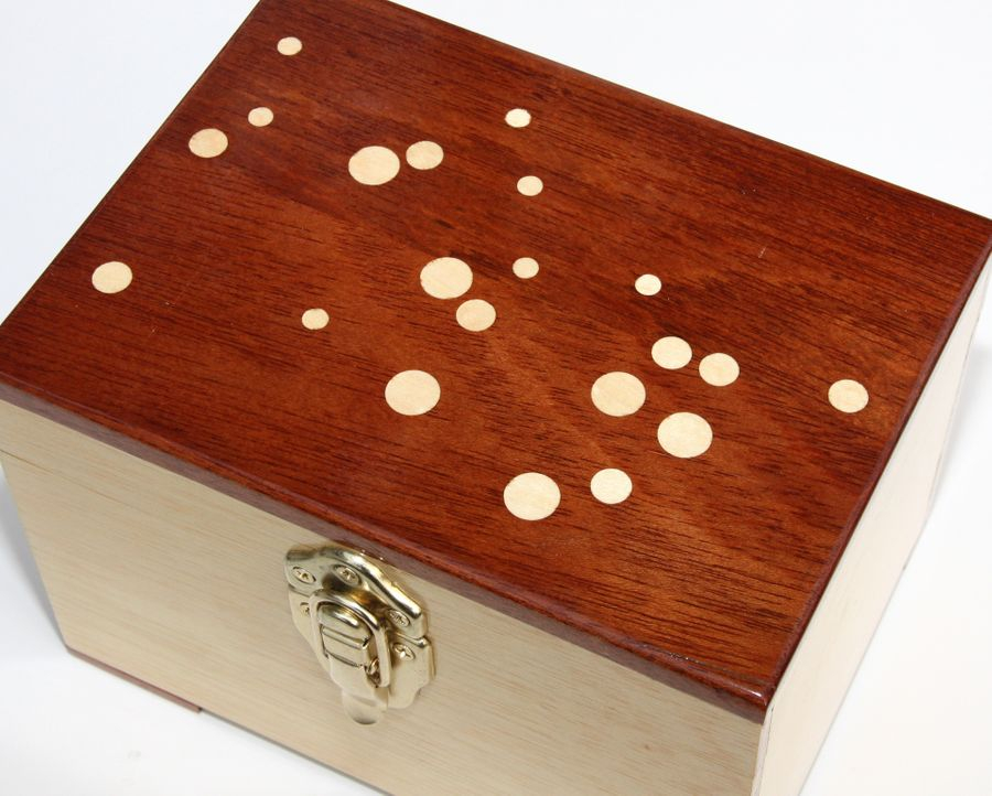 This is a standard Grab-N-Go case with the addition of a Goncalo Alves sapwood top for the night sky.